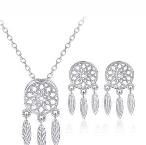 Dainty Necklace Set